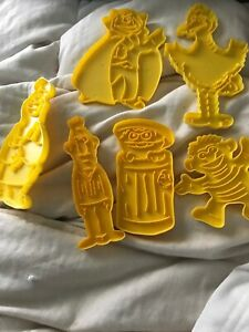Vintage 6 Piece Sesame Street Cookie Cutters Muppets Big Bird Bert Ernie Count