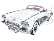 1958 CHEVROLET CORVETTE WHITE TIMELESS CLASSICS 1:18 MODEL CAR BY MOTORMAX 73109