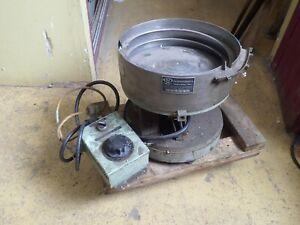 "Performance Feeders 15"" Vibratory Bowl Feeder: Neutron 110V Controller Used Good"