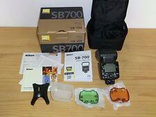 Nikon Speedlight SB-700 Flash Speedlight et emballé avec tous les accessoires
