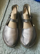 Soft Star Comfort Casual Slip Ons Mary Jane Leather Silver Shoes Size 8 Vibram
