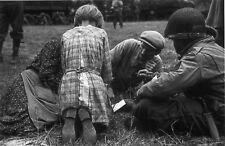 WW2 - Un soldat US et un paysan normand à Colleville-sur-Mer