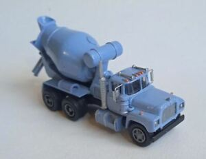 TT scale (1:120) model of the American truck Mack R670, with cement mixer