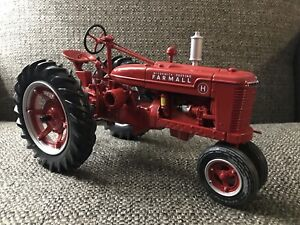 International IH Farmall H 75th Anniversary Tractor 1:16 ERTL Die-Cast Detailed