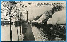CPA: Commencement de l'inondation de la ligne des Invalides aux Moulineaux