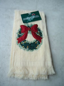 Seasonal Accents Cream Colored Finger Tip Towel Christmas Wreath With Red Bow