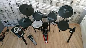 Elektronisches Schlagzeug Roland TD-11K inkl Zubehör & Milenium Pro Fussmaschine