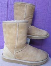 UGG AUSTRALIAN WOMENS Classic Short Boots Shoes SZ 7  Fawn