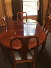 Dining Room Table Chair & Table Set Good Condition