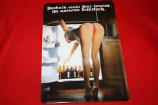 Deshalb steht Bier immer unten im Kühlschrank sexy Blechschild 20x30 cm 3D