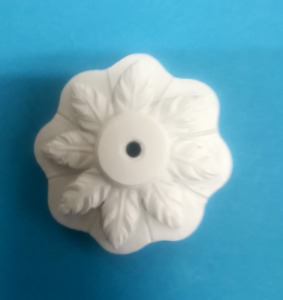 1/12TH SCALE DOLLS HOUSE  WHITE 4.5 cm  CERAMIC CEILING ROSE WITH LEAF MOTIF