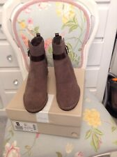 Clarks Boots Size 6D ( Spiced River)