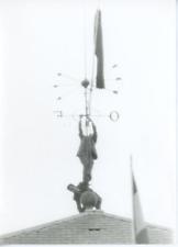 Paris, deux hommes sur une girouette  Vintage silver Print  Tirage argentique