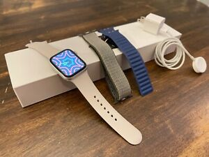 Apple Watch Series 4: 44mm Silver Aluminum (GPS) with Watch Band Bundle
