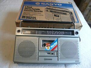 VINTAGE /RETRO -- SANYO -- 4 BAND STEREO PORTABLE CASSETTE RECORDER-- M9922L --