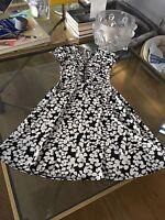 Dress Van Heusen designer V-neck size 2 new condition