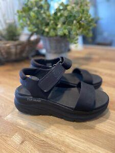SKECHERS D'Lux Walker Foam Black Chunky Lightweight Comfy Wedge Sandals Size 4