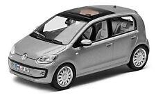 VW UP! 4 TÜRER 1:43 TUNGSTEN SILVER METALLIC MODELL MODELLAUTO – NEU ORIGINAL VW