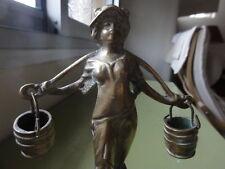 Bronze porteuse d'eau