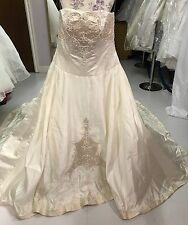 Wedding gown/dress by Designer Mary's size 18