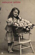 Ostern, Mädchen, großer Korb mit Eiern, Foto-AK, um 1910/15