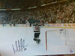 MARTIN BRODEUR  -  NEW JERSEY DEVILS SIGNED AUTHENTIC 11X14 PHOTO -  PSA DNA