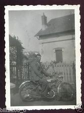 photo ancienne . moto ancienne