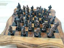 Schachbrett Holz, Figuren Metall, Herkunft Tunesien