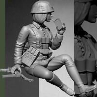 1:16 Resin Figure Model kit Female Tanker Crew Soldier Unpainted Smoking S4Y2