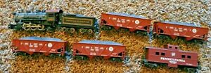 Electric Train Set, HO Size, Locomotive and Cars, Excellent Condition