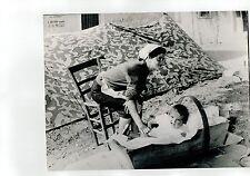 BELLA E NITIDA FOTO ORIGINALE DONNA CON BAMBINO -TERREMOTO ARIANO IRPINO  1944