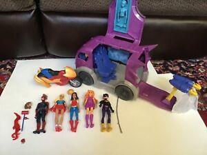DC Comics Super Hero Girls 6 in Action Dolls 5 dolls plus Accessorie