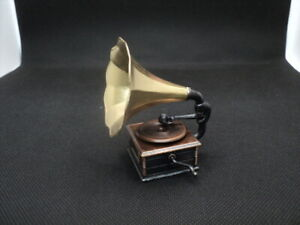 DOLLHOUSE VICTROLA PHONOGRAPH