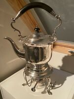 A QUALITY ANTIQUE SILVER PLATED MAPPIN & WEBB KETTLE WITH SPIRIT BURNER