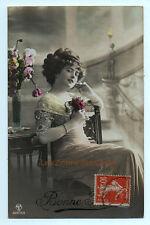 Carte postale ancienne | Femme | Chaise | Dossier | Guéridon | Bonne année