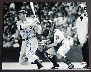 Joe DiMaggio Signed Photo 8x10 / with COA