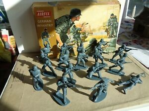 VINTAGE Airfix  German Infantry ww2 plastic soldiers in original box 1/32 scale
