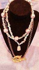 JEWELRY LOT SET VINTAGE NECKLACES 2 CHOKERS GOLD CHAIN BROACH SHELL  01