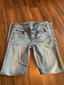 Women's American Eagle Super Stretch Straight Leg Medium Wash Jeans Size 4