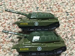 Combo exquisite vintage Die-cast Tanks Lot of 2, 69BDE2ADA, 1/64th Scale, New