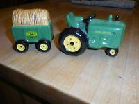 John Deere Salt + Pepper Shakers Set Tractor + Hay Wagon
