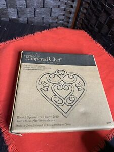 THE PAMPERED CHEF ROUND UP FROM THE HEART TRIVET NIB # 2010