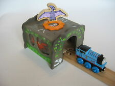 TUNNEL ~ DINOSAUR  ~ fits  Wooden Train Track Set ( Brio Thomas ) ~ NEW BOXED