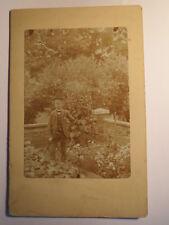 Karl Barth 1902 als Junge - Schüler mit Mütze & Stock im Garten / KAB