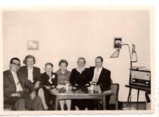 altes orig. s/w Foto Personen Wohnung Wohnzimmer Design 50er Radio Vintage (2)