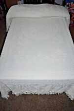 """Vintage Candlewick 77"""" X 108"""" White Twin / Full Bedspread Tulips Look"""