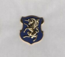 US Army 6th Cavalry Regiment crest DUI c/b clutchback badge D-22