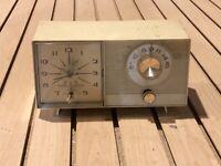 General Electric Mid Century Modern Clock Radio Cream Clock Works. No Sound Radi