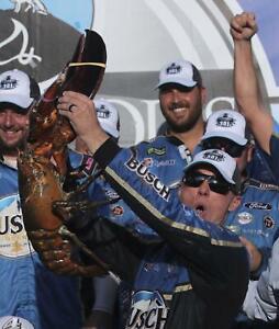 NASCAR SUPERSTAR KEVIN HARVICK WINS NEW HAMPSHIRE  8X10 PHOTO W/BORDERS