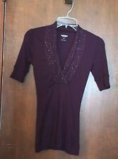 WOMEN'S EXPRESS SEXY BASIC V NECK T SHIRT WITH STUD ACCENTS SIZE: XS